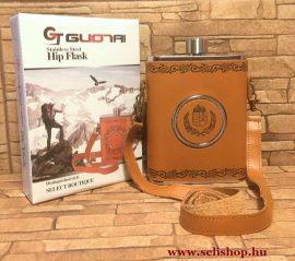 Flaska készlet BUTLER (5) laposüveg (5,7 dl) és összecsukható pohár, címeres műbőr tokban, magyaros férfi ajándék